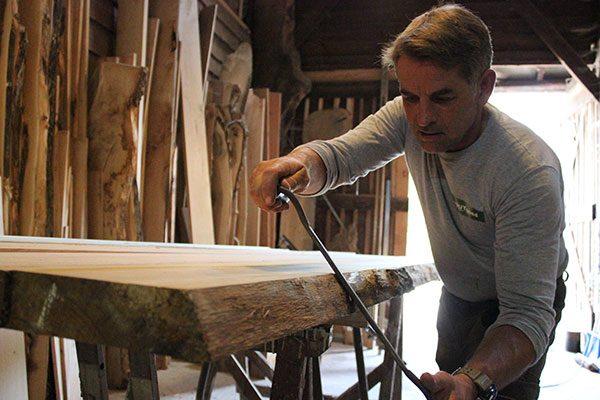 Werken aan een stuk hout